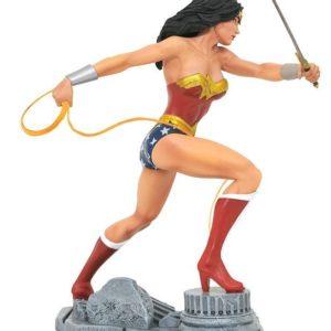 DC COMIC GALLERY WONDER WOMAN PVC DIORAMA