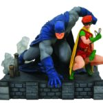 DC COMIC GALLERY DELUXE DARK KNIGHT RETURNS BATMAN & ROBIN PVC DIORAMA